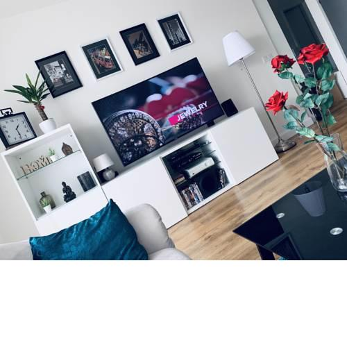 E1 Luxury Apt in City Centre. Underground Parking. Supermarket